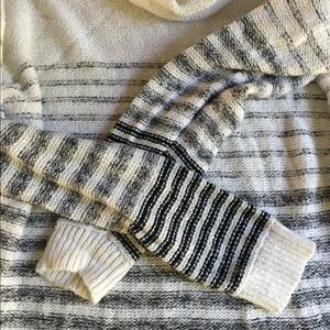 Cozy Old Navy cowl neck sweater - L